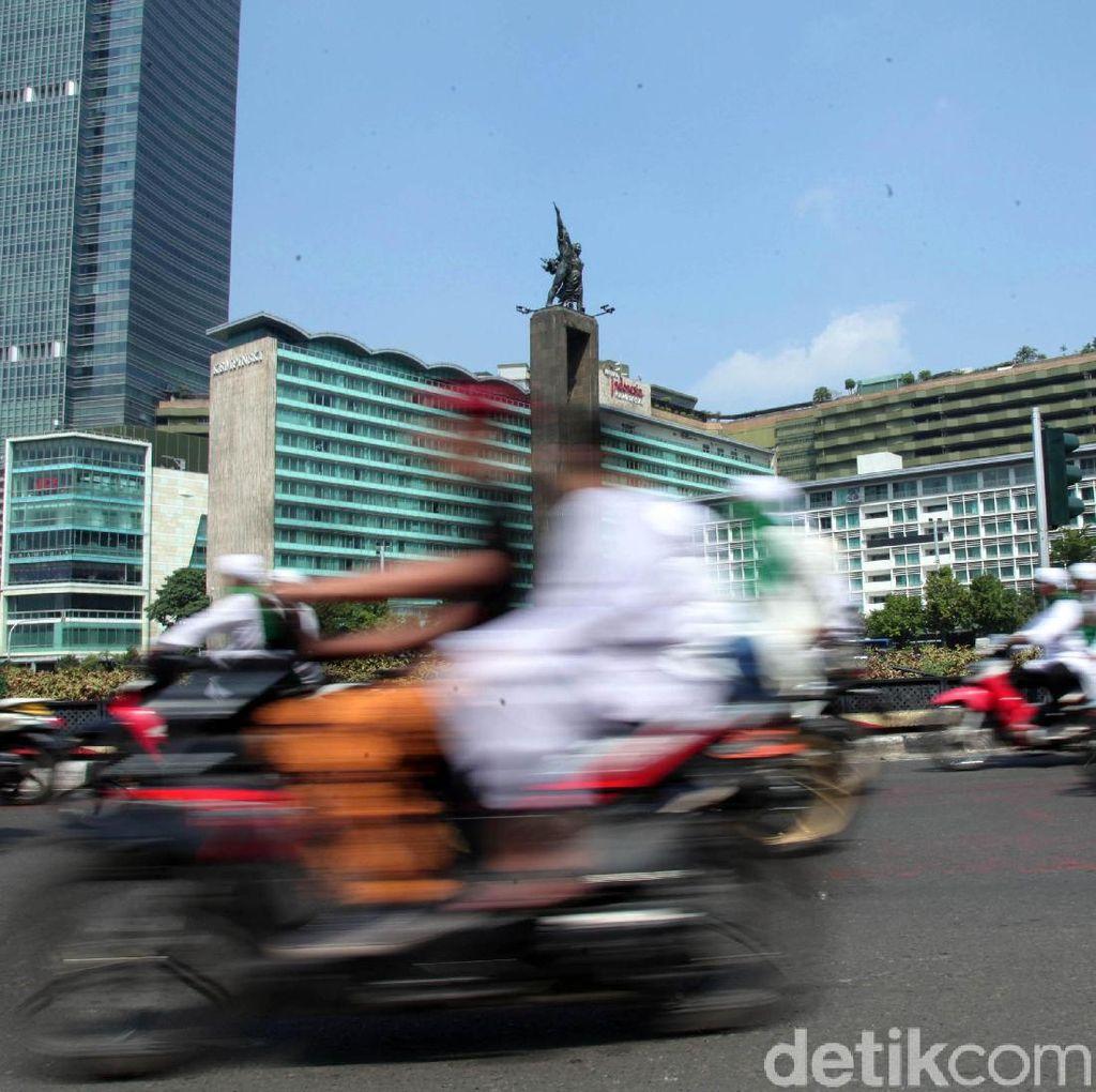 Massa Bersorban Mulai Bergerak Menuju Bawaslu