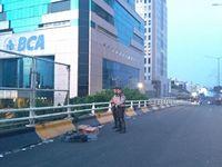 Momen Polisi Buka Puasa dan Salat di Sela Amankan Rusuh di Slipi