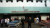 RS Tarakan menyiagakan ranjang pasien di depan rumah sakit.