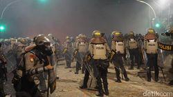 Massa di Slipi Masih Ricuh, Satu Orang Diamankan Polisi