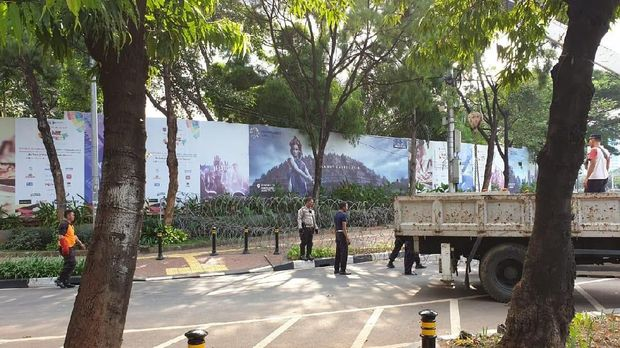 Jalan Depan DPR dari Semanggi Ditutup, Tol Masih Bisa Dilalui