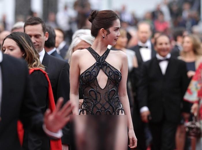 Ngoc Trinh akan didenda karena tampil terlalu seksi di Cannes. Foto: Andreas Rentz/Getty Images