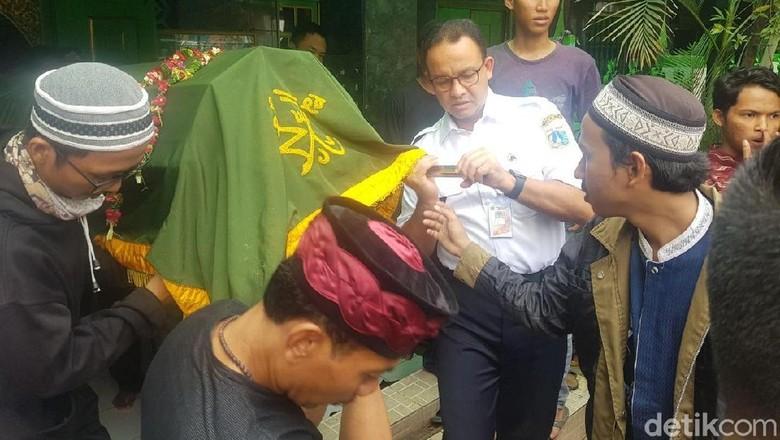 Anies Takziah ke Korban Tewas Demo Rusuh di Kawasan Jakarta Pusat