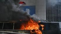 Ini Bus Brimob yang Dibakar Massa di Slipi