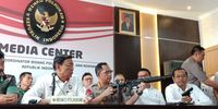 Kapolri Tunjukkan Senjata Serbu M-4 yang Sedianya Dipakai di 22 Mei