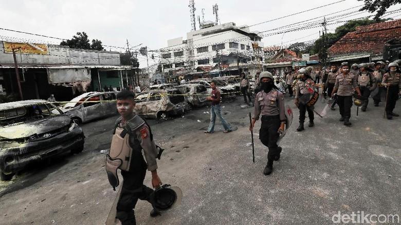 20 Polisi Terluka Saat Pengamanan Aksi 21-22 Mei