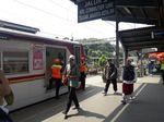 Stasiun Bekasi Mulai Dipenuhi Massa yang Hendak Ikut Aksi 22 Mei