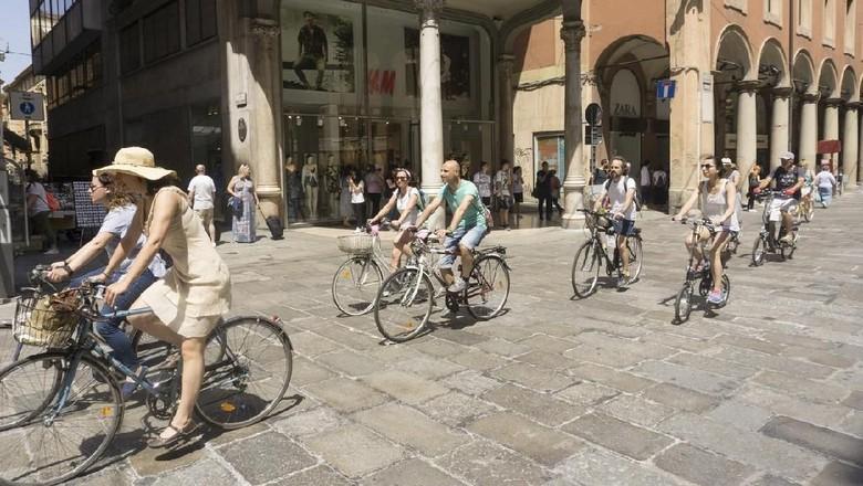 Warga Bologna naik sepeda (iStock)