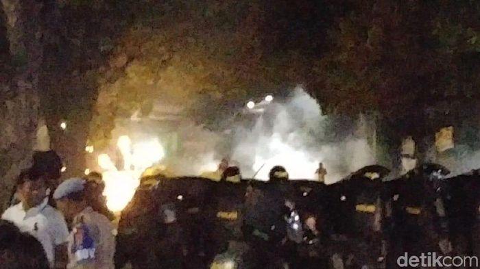 Foto: Kerusuhan di Tanah Abang, buntut dari demo rusuh di depan Bawaslu. (Jefrie NS/detikcom)