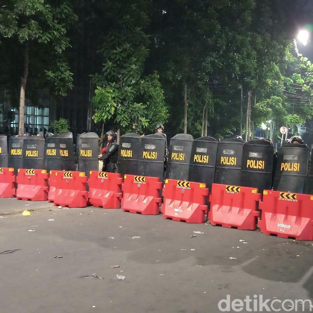 Bubarkan Massa Dekat Bawaslu, Polisi Sisir Permukiman di Kebon Kacang