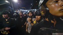 Polisi Minta Massa Bubar dari Bawaslu: TNI-Polri Bertahan, Tidak Membalas