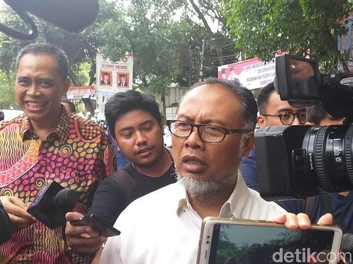 Bambang Widjojanto (BW) dan eksKSAU Marsekal TNI (Purn) Imam Sufaat mendatangi kantor BPN di Kertanegara