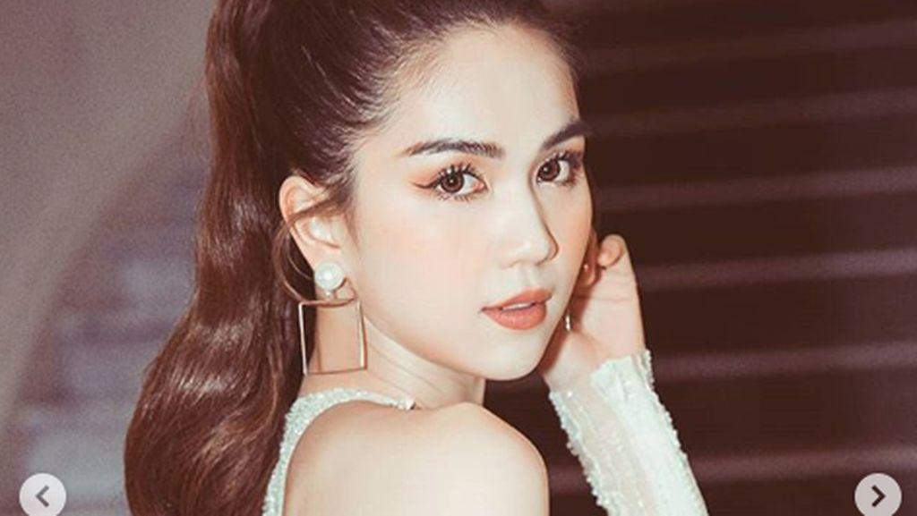 Ngoc Trinh, Model Vietnam yang Disebut Contoh Buruk Karena Terlalu Seksi