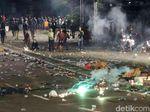 Mobil Damkar di Slipi Dibajak Massa, Dipakai untuk Semprot Polisi