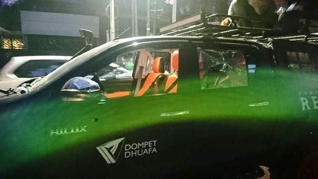 Mobil operasional Dompet Dhuafa dirusak saat aksi 22 Mei