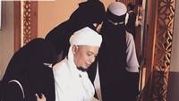 Istri-istri dan Ibu Ustaz Arifin Ilham Masuk Organisasi Az Zikra yang Baru