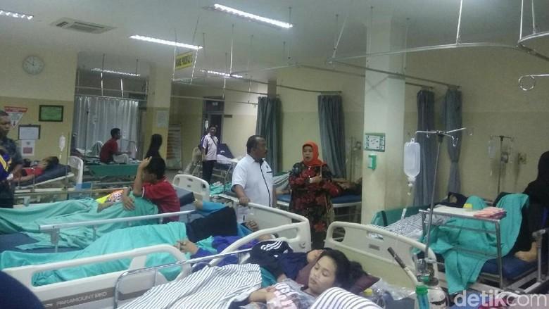 Diduga Keracunan, Puluhan Siswa di Palembang Dilarikan ke Rumah Sakit