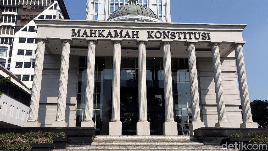 Mau Nyapres, Paranormal Ki Gendeng Pamungkas Gugat UU Pemilu ke MK