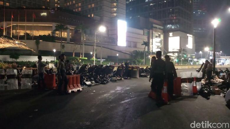 Polisi Sterilisasi Jalan MH Thamrin Usai Ricuh di Depan Bawaslu