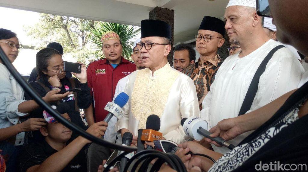 Ketua MPR dan Anak-anak Jemput Jenazah Ustaz Arifin Ilham di Bandara Halim