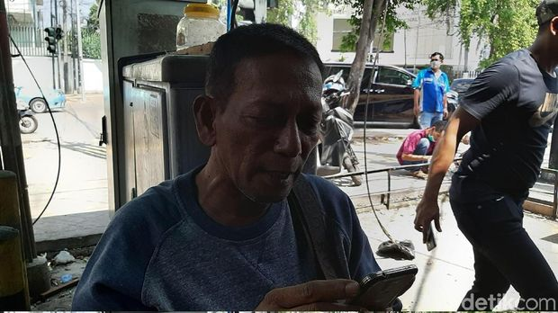 Rajab, sang pemilik warung kopi cerita soal penjarahan yang dialaminy