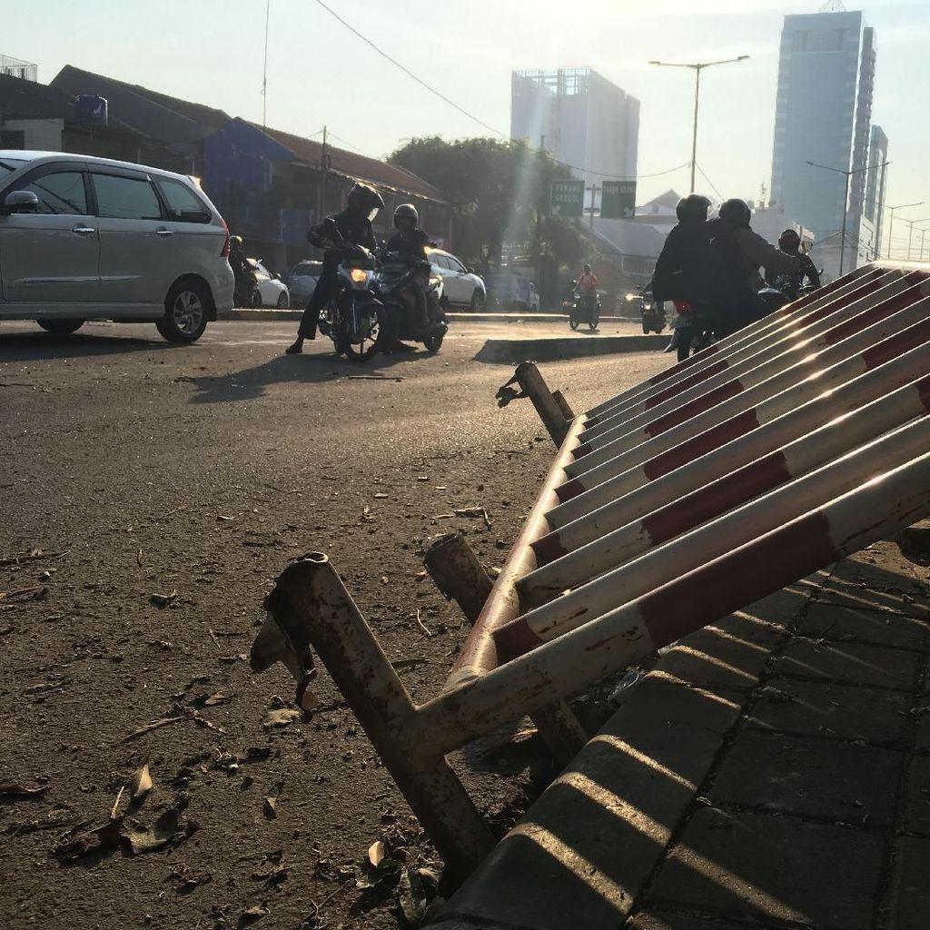Usai Kerusuhan 22 Mei, Seorang Bapak Mencari Anaknya