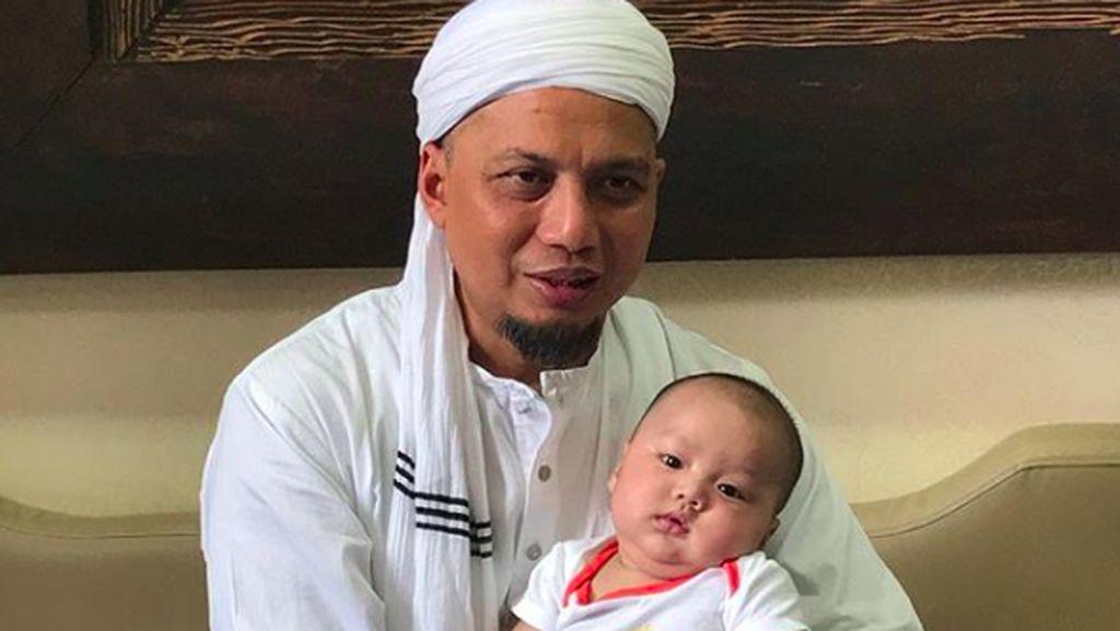 Santriwati Az-Zikra Kirim Surat Menyentuh untuk Almarhum Ustaz Arifin Ilham