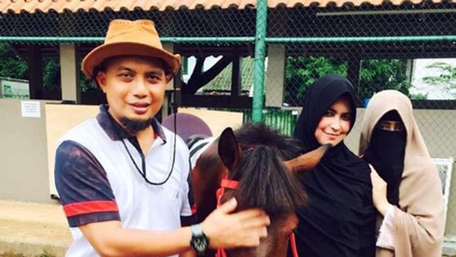 Kenangan Ustaz Arifin Ilham Bersama Tiga Bidadari