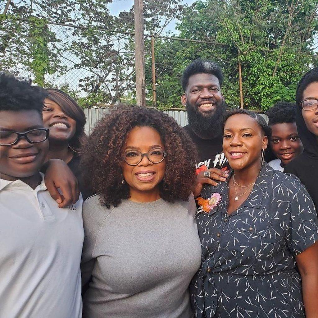 Oprah Winfrey Adakan Pesta Pizza Sekaligus Sumbang Rp 7,2 M untuk Sekolah