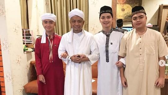 Momen Indah Ustaz Arifin Ilham Bersama Keluarga