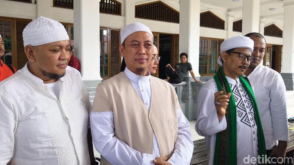 Ada Peziarah Rambut Nabi, Opick Tak Bisa Ikut Kebumikan Ustaz Arifin Ilham