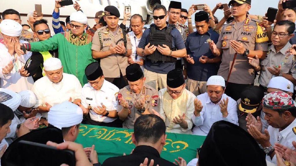 Momen Kapolri, Anies, hingga Zulhas Doakan Jenazah Arifin Ilham