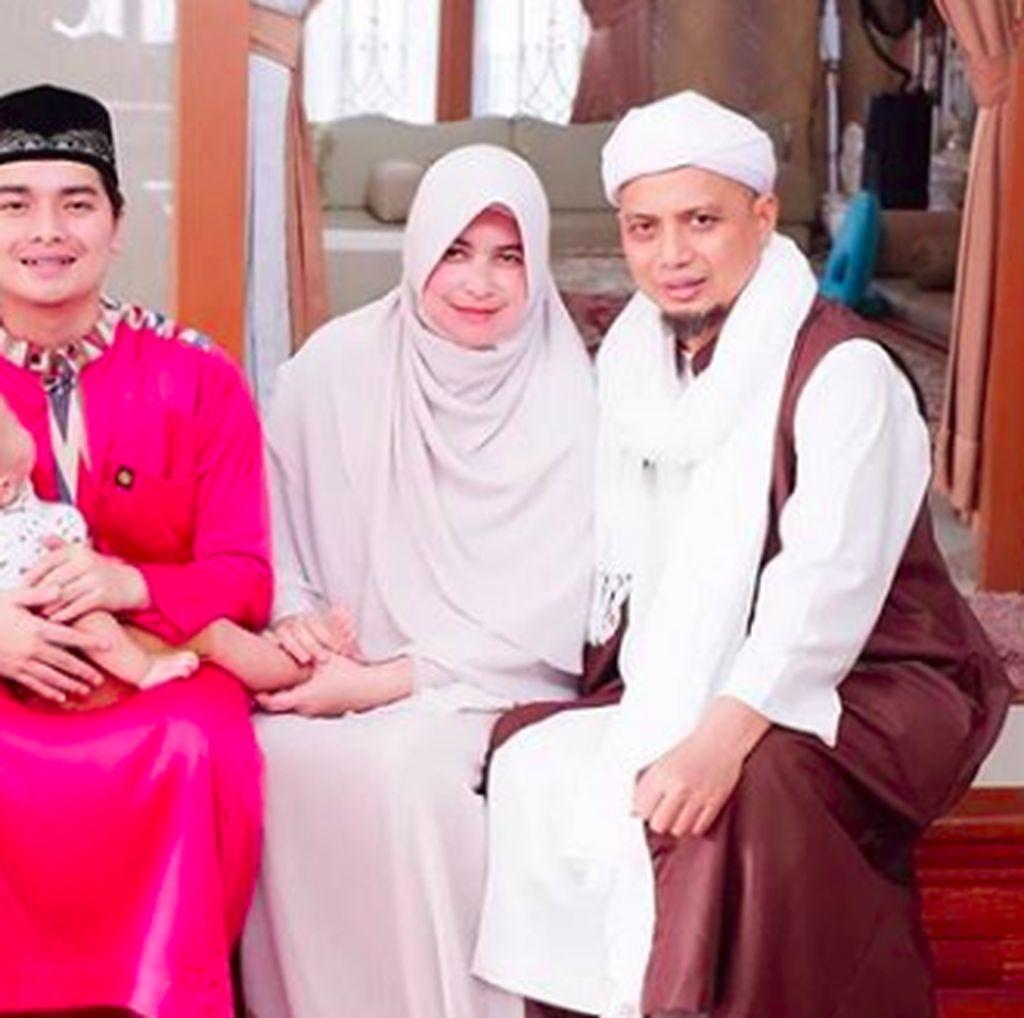Mengenang Bukan Meratapi, IstrI Puji Cara Ustaz Arifin Ilham Mendidik