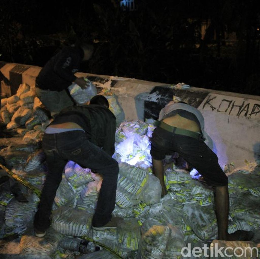 Truk Tronton Masuk Jurang di Nagreg, Sopir Tidak Ditemukan