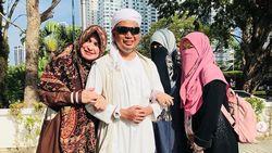 Tiga Bidadari Dampingi Ustaz Arifin Ilham saat Hembuskan Napas Terakhir