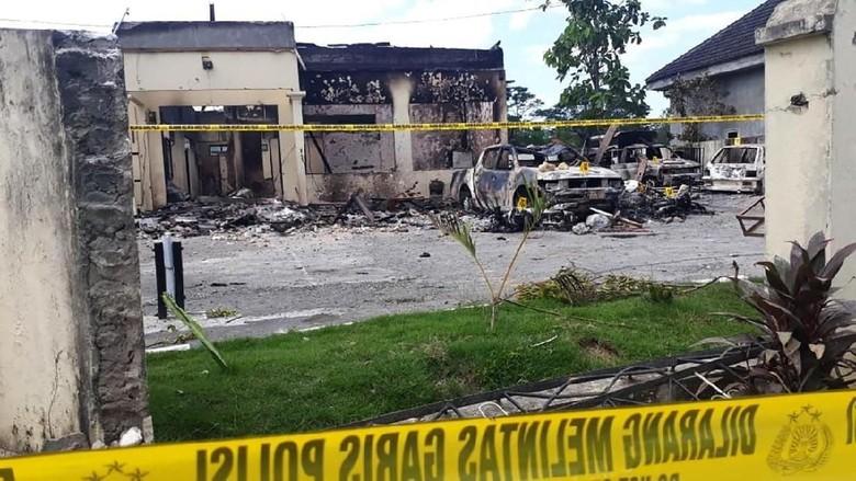 Polisi Telah Mengamankan Enam Orang Dalam Pembakaran Polsek Tambelangan