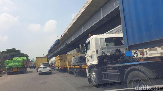 Kemacetan akibat kecelakaan di tol