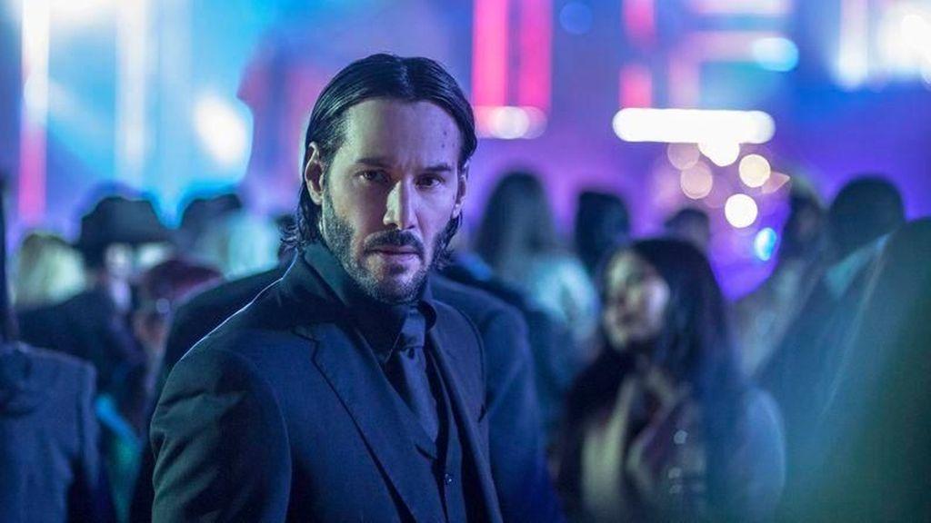 Keanu Reeves Rela Beli Es Krim Demi Berikan Tanda Tangan ke Penggemarnya