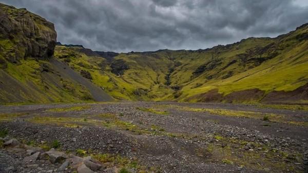 Lanskap alam Irlandia yang masih asri rupanya digemari oleh traveler buat dijadikan background Zoom. Irlandia juga jadi tempat syuting serial Game of Thrones. (CNN)