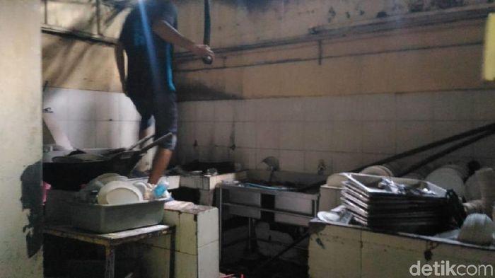 Foto: Restoran Terbakar Aksi 22 Mei di Jalan Sabang (Puti Aini Yasmin/detikFinance)