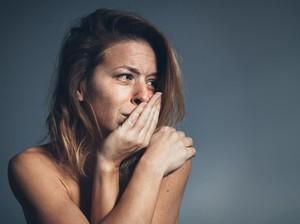 Takut Dipukuli Kekasihnya, Wanita Ini Keluar Rumah Tanpa Busana