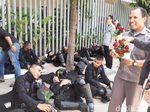 Video Mawar Merah untuk Brimob Penjaga Bawaslu