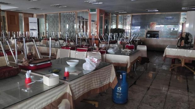 Restoran masih tutup karena harus perbaikan.