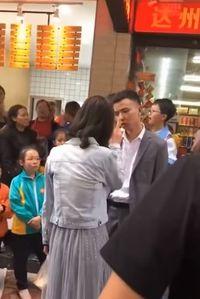 Wanita tampar pacarnya karena tak dibelikan ponsel