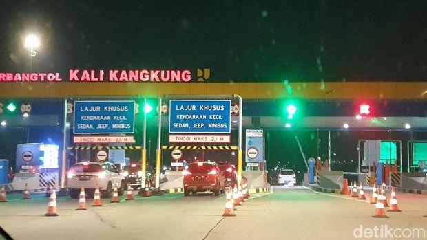 Gerbang tol Kali Kang Kung