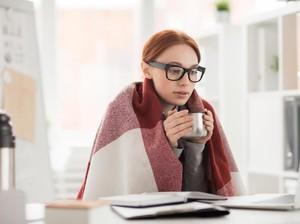 Riset: Wanita Tak Bisa Bekerja dengan Baik di Ruangan yang Terlalu Dingin