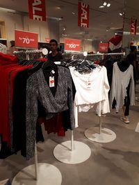 H&M Diskon Hingga 50%, Crop Top Mulai dari Rp 100 Ribu