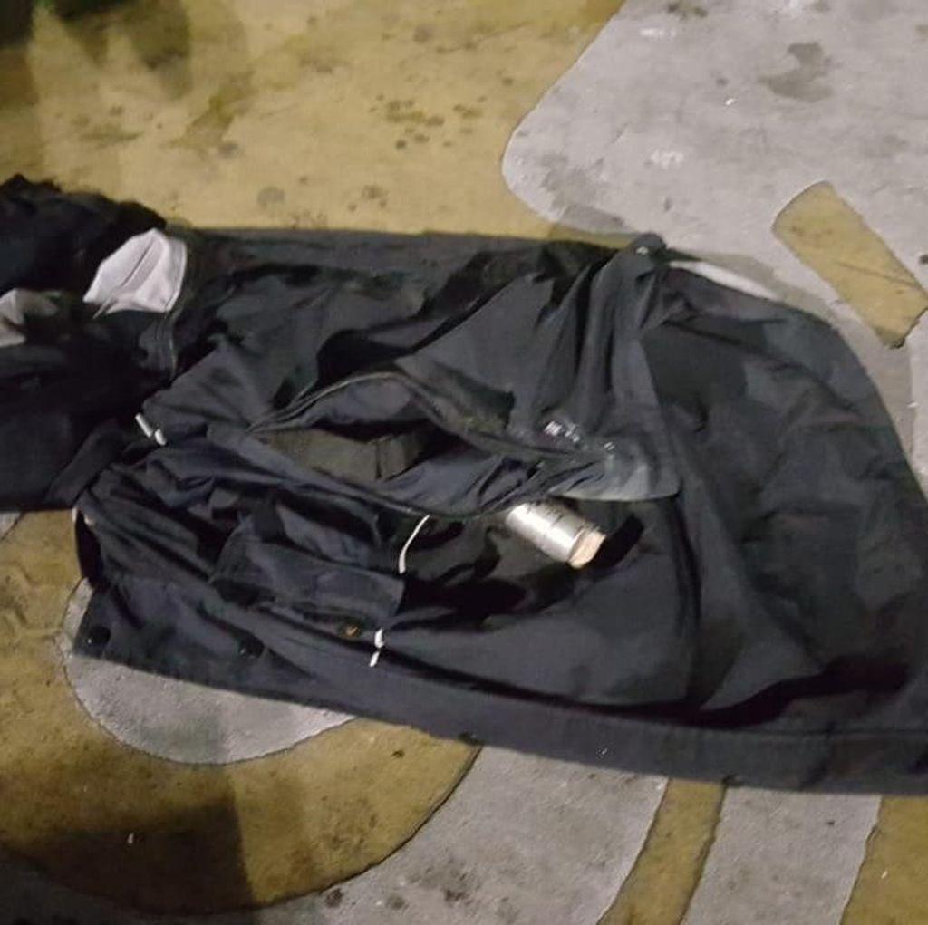 Ini Isi Ransel Perempuan Berpakaian Serbahitam di Depan Bawaslu