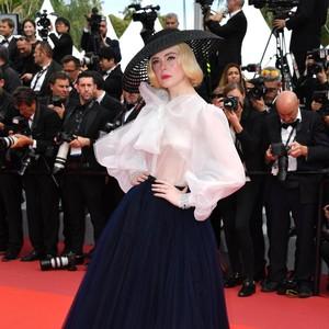 Sempat Pingsan Akibat Gaun Ketat, Elle Fanning Memukau Lagi di Cannes 2019