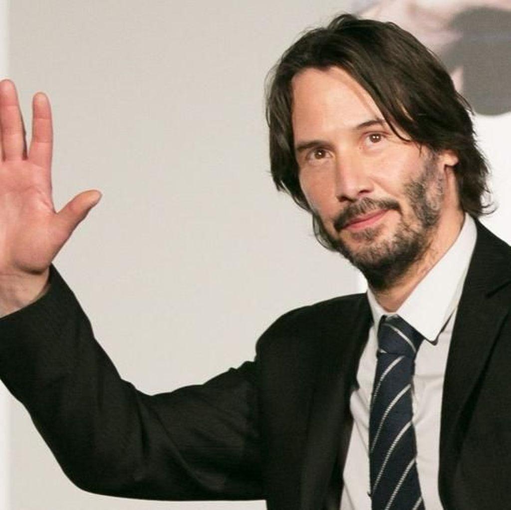 Keanu Reeves Jawab soal Kabar Pacari Angelina Jolie